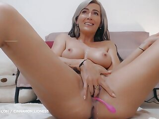 Blond Hair Babe With Big Melons Masturbating With A Dildo