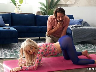 Teeny-weeny yoga aficionado Kenzie Reeves and old Steve Holmes